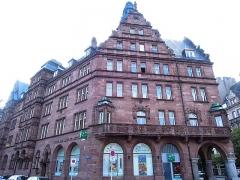 Hôtel des Arts et Métiers, dit aussi Maison des Corporations - Bâtiment construit sous l'annexion allemande, de style architecture rhénane de la Renaissance.