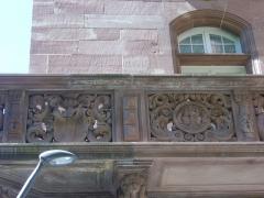 Hôtel des Arts et Métiers, dit aussi Maison des Corporations - Hôtel des Arts et Métiers à Metz (Moselle, France). Balcon, rue Gambetta