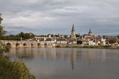 Grand pont sur la Loire - English:  The Charité sur Loire.
