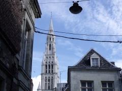 Eglise Notre-Dame du Saint-Cordon - tour de l'église vue depuis la rue Henri Lemaire