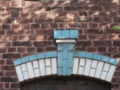 Ancienne école ménagère du quartier d'Arenberg - École ménagère des cités de la fosse Arenberg de la Compagnie des mines d'Anzin, Wallers, Nord, Nord-Pas-de-Calais, France. L'école ménagère est inscrite sur la liste du patrimoine mondial par l'Unesco le 30 juin 2012 et y constitue en partie le site no 15.