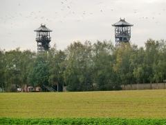 Centre Historique Minier de Lewarde (ancien site minier de la fosse Delloye de la compagnie des mines d'Aniche) - Chevalement 1 et 2  du fosse Delloye des deux puits situé à Lewarde, Nord, Nord-Pas-de-Calais, France.