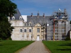 Château de Tartigny - Français:   Château de Tartigny, situé sur la commune de Tartigny (Oise, Picardie), en rénovation (août 2013). Inscrit MH depuis 1998.