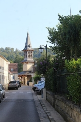 Eglise Saint Mellon - English: Vieux-Moulin (Oise), the Rue Saint-Jean, view to the village church