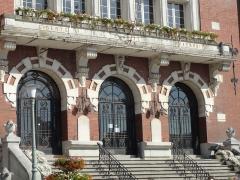 Hôtel de ville - Français:   Hôtel de ville de Bruay-la-Buissière dans le bassin minier du Nord-Pas-de-Calais, Pas-de-Calais, Nord-Pas-de-Calais, France.