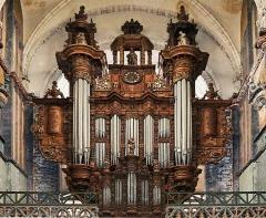 Villa La Closerie - English: Interior of Collegiate Church Saint-Pierre, pipe organ, in Aire-sur-la-Lys, Pas-de-Calais, France.