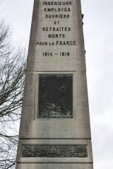 Monument aux morts de la compagnie des mines de Lens, situé à l'intersection de la route de Béthune et de l'avenue de la fosse 12 - English:  Slab of the War Memorial Companies of Mining.