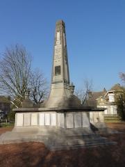 Monument aux morts de la compagnie des mines de Lens, situé à l'intersection de la route de Béthune et de l'avenue de la fosse 12 - French photographer and Wikimedian