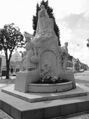 Monument aux morts de la première guerre mondiale - French photographer and Wikimedian