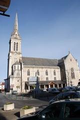 Eglise Saint-Jean-Baptiste -  Hasparren, l'église Saint Jean Baptiste. Photo prise le 31/12/06 par Harrieta171