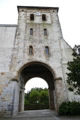 Eglise Saint-Pierre - L'église Saint-Pierre à Saint-Pée-sur-Nivelle (Pyrénées-Atlantiques, Nouvelle-Aquitaine, France).