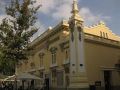"""Cinéma """"Castillet"""" - Català: Cinema Castillet (Perpinyà), façana que dóna a la plaça de la Victòria"""