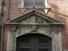 Couvent des Dames de Saint-Sauveur - Català: Antic convent de Sant Salvador (Perpinyà), més endavant col·legi femení Jean Moulin, entrada pel carrer Émile Zola, detall del portal
