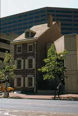 Immeuble - English: Graff House, 700 Market Street, Philadelphia, PA, in 1982. This is a recreation of the house where Thomas Jefferson lived when he drafted the Declaration of Independence.