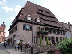 Ancien hôpital dit Maison du sel - Français:   Alsace, Bas-Rhin, Wissembourg, Maison du Sel (XVe), 2 place du Marché-aux-Poissons (PA67000023, IA67008064).