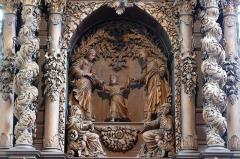 Ancienne maison du négociant Rubin dite maison A l'Ange - Alsace, Bas-Rhin, Chapelle Saint-Sébastien de Dambach-la-Ville (PA00084677, IA00115228).  Maître-autel (XVIIe): Groupe sculpté
