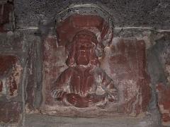 Eglise catholique Saint-Etienne -  Alsace, Bas-Rhin, Seltz, Église Saint-Étienne (PA67000069, IA67007467): Relief roman en forme de tête.