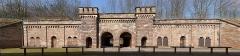 """Fortifications allemandes, front nord et nord-ouest - Deutsch:   Befestigung in Straßburg, die Kriegstor genannt wird, """"rue du rempart"""" (inter dem Hauptbahnhof). Sie wird in der 19. Jahrhundert gebaut."""