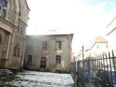 Patrimoine juif de la commune - Français:   Thann, la Synagogue, le logement du rabbin et le parvis