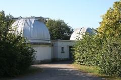 Observatoire -  Coupoles des télescopes de 1m et 0,6m de l\'observatoire de Lyon