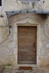 Ancienne chapelle Saint-Odilon -  Porte de la chapelle Saint-Odilon, réutilisée dans une maison d'habitation, à Cluny, Saône-et-Loire, France.