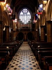 Cathédrale américaine de Paris - Intérieur de la cathédrale américaine de la Sainte-Trinité de Paris (75008). Nef vue vers l'entrée principale.