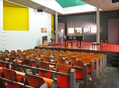 Cité internationale Universitaire : pavillon du Brésil ou pavillon brésilien ou maison du Brésil -  Le théâtre de la maison du Brésil conçue par Le Corbusier, 1959.
