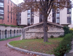Eaux de Belleville - English: Réservoir de l'hôpital Saint-Louis, Paris Xe arrondissement, France.