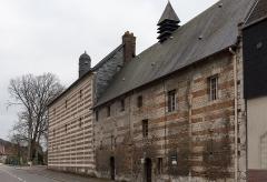 Ancien hospice Saint-Julien - Français:   Ancien hospice Saint-Julien, actuelle maison de retraite, de Caudebec-en-Caux vu depuis l\'avenue Winston Churchill.
