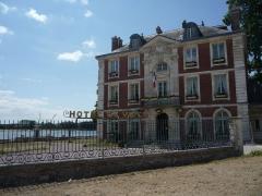 Ancienne maison de Caumont, actuellement mairie - Français:   Hôtel de Ville de Caudebec en Caux - Ancienne Maison de Caumont
