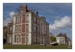 Ancienne maison de Caumont, actuellement mairie - Français:   Photo plan pied en lumière du jour de l\'Hotel de ville de Caudebec-en-Caux. Marge blanche et liserêt noir.