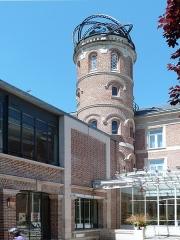 Maison Jules Verne - Français:   La tourelle de la Maison de Jules Verne, du 2 rue Charles Dubois à Amiens (Somme), où il vécut de 1882 à 1900.