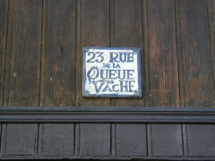 Onze maisons anciennes du quartier Saint-Leu - This building is inscrit au titre des monuments historiques de la France. It is indexed in the base Mérimée, a database of architectural heritage maintained by the French Ministry of Culture,under the reference PA80000055 .