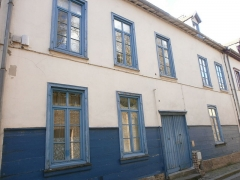 Onze maisons anciennes du quartier Saint-Leu - This building is inscrit au titre des Monuments Historiques. It is indexed in the Base Mérimée, a database of architectural heritage maintained by the French Ministry of Culture,under the reference PA80000055 .