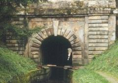 Canal du Midi : tunnel des Cammazes - Deutsch: Canal du Midi: Tunnel in der Rigole de la Montagne (Wasserversorgung aus den Schwarzen Bergen)