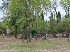 Ancien cimetière juif - Français:   Cimetière juif de L\'Isle-sur-la-Sorgue portail, tombeau, monument, Chemin du Cimetière-Israélite (Inscrit, 2008)