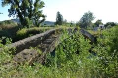 Pont aqueduc de la Canaù, ouvrage d'art du canal Saint-Julien sur la rivière le Coulon, situé au quartier Entre-Deux-Vallats - Français:   Pont aqueduc de la Canaù (Classé)