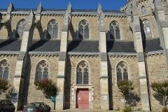 Eglise Saint-Benoît - Français:   Église Saint-Benoît, construite entre 1904 et 1905 par l\'architecte Alcide Boutaud - Aizenay (Vendée)