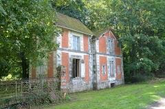 Domaine de Valmate - Français:   Château de Valmate: maison du gardien.