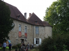 Château de Saint-Auvent - This building is indexed in the Base Mérimée, a database of architectural heritage maintained by the French Ministry of Culture,under the reference PA87000020 .