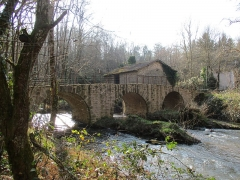 Pont de Lascaux sur la Gorre - This building is indexed in the Base Mérimée, a database of architectural heritage maintained by the French Ministry of Culture,under the reference PA87000039 .