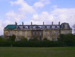 Château Rothschild -  Le château du parc Rothschild à Boulogne-Billancourt dans son état actuel. Construit de 1855 à 1861 par Berthelin et Lami.