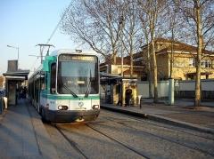 Hôpital Avicenne, ancien hôpital franco-musulman - Français:   Station de la ligne 1 du tramway parisien Hôpital Avicenne à Bobigny (Seine-Saint-Denis), France