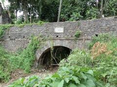 Aqueduc et réservoir de Petite Guinée - Français:   Aqueduc et réservoir de Petite Guinée,  (Inscrit, 2003)