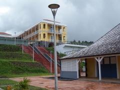 Ancien hôpital militaire du Camp Jacob, situé au Morne Houël, entre le chemin départemental 9 et le chemin départemental 11 - Français:   Camp Jacob de l\'Université des Antilles et de la Guyane (ancien hôpital militaire du camp Jacob) à Saint-Claude, Guadeloupe.