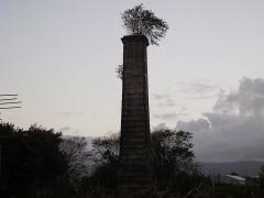Cheminée dite de Beaufonds - Français:   Vue de la façade de la cheminée de Beaufonds,à Saint-Benoît de La Réunion.