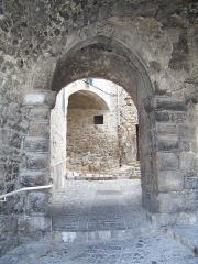 Passage voûté -  Porte de l'ancien château du village de Levens (Alpes-Maritimes, France)