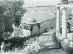 Domaine des Colombières - English: Old postcard of the domaine des Colombières with its oriental style mausoleum in Menton (Alpes-Maritimes, France).