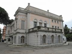 Propriété dite Le Palais Carnoles - English: The Palais Carnolès in Menton (Alpes-Maritimes, France). Seen from North side.