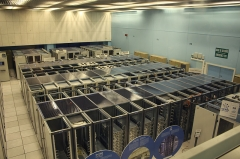 Rempart - English: The CERN datacenter with World Wide Web and Mail servers. The rear of the equipment racks are exposed to the room, indicating cold aisle containment is being practiced.